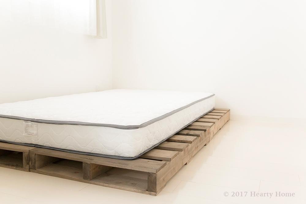 パレットベッドとマットレス