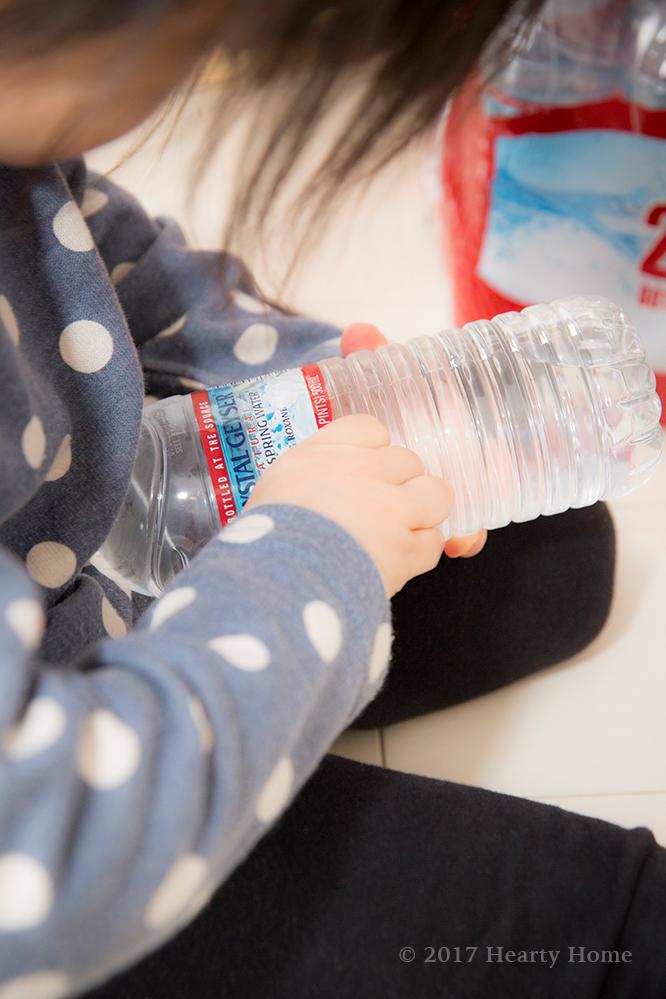 クリスタルガイザー 常備水 収納 子供 赤ちゃん お手伝い 3歳 時短