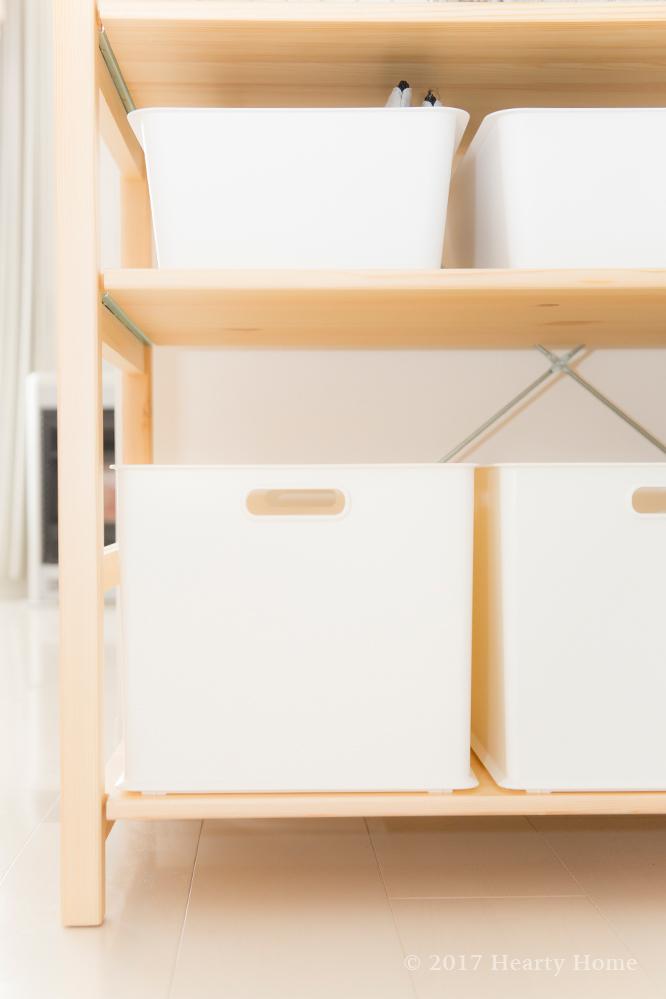 色々と物色してパイン材子供用ローテーブルとパイン材収納BOX・キャスター付きを発見! ローテーブルは在庫がなくて、現品(組立済み)を10%オフを購入。